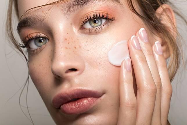 黑眼圈問題 化妝 美容 女 眼睛 外國人 模特